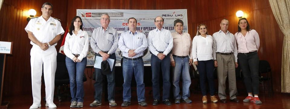 MINISTRO DE LA PRODUCCIÓN INAUGURA CURSOS DE CAPACITACIÓN EN EL CENTRO DE INSTRUCCIÓN ACUATICA DE FONDEPES EN PAITA.